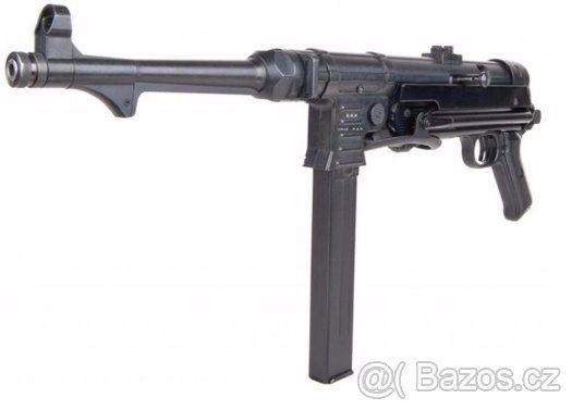 Plynový samopal MP40 kal. 9 mm P.A.K - Prodej od 18.let be z ZP. Velmi povedená replika německého válečného samopalu MP 40 ve formě plynového (expanzního) samopalu. Výrobcem je německá společnost GSG. Kalibr je 9 mm P.A.Knall a kapacita zásobníku je 25 nábojů. GSG MP 40 9 mm PAK střílí v režimu semiauto a je vybaven i pojistkou proti nechtěnému výstřelu. Součástí balení je mimo jiné i rychlonabíječ zásobníku a kartáč na čištění. Tento samopal osloví určitě zejména členů klubů vojenské…