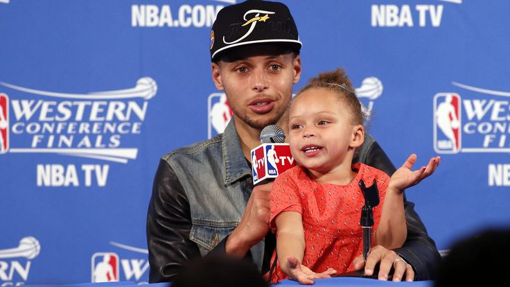 Watch Stephen Curry's adorable 2-year-old nab the spotlight — again!