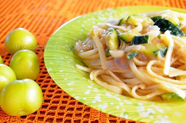 Ζυμαρικά linguini με σάλτσα κολοκυθάκια