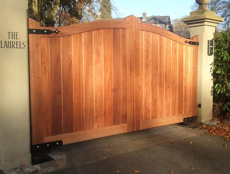 Wood Driveway Gates Designs | Decor, Extraordinary Wooden Driveway Gate For Your Outdoor Home Design ...