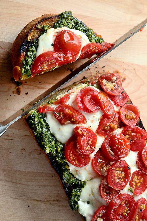 Caprese Pesto Garlic Bread #appetizer #pesto #caprese