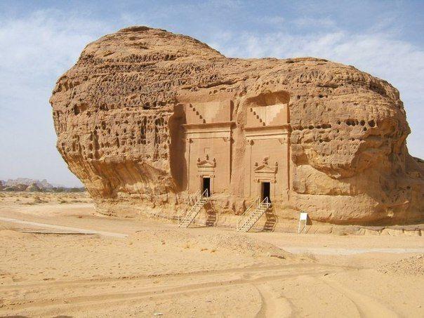 Дом в камне. Мадаин-Салих — место раскопок, расположенное в области Эль-Мадина в Саудовской Аравии.