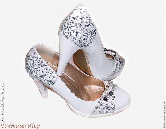 Роспись обуви, роспись туфель, туфли с росписью, расписная обувь, расписной, обувь с росписью, обувь с украшениями, украшение обуви, обувь с узором, белые туфли, туфли на свадьбу, свадебные туфли