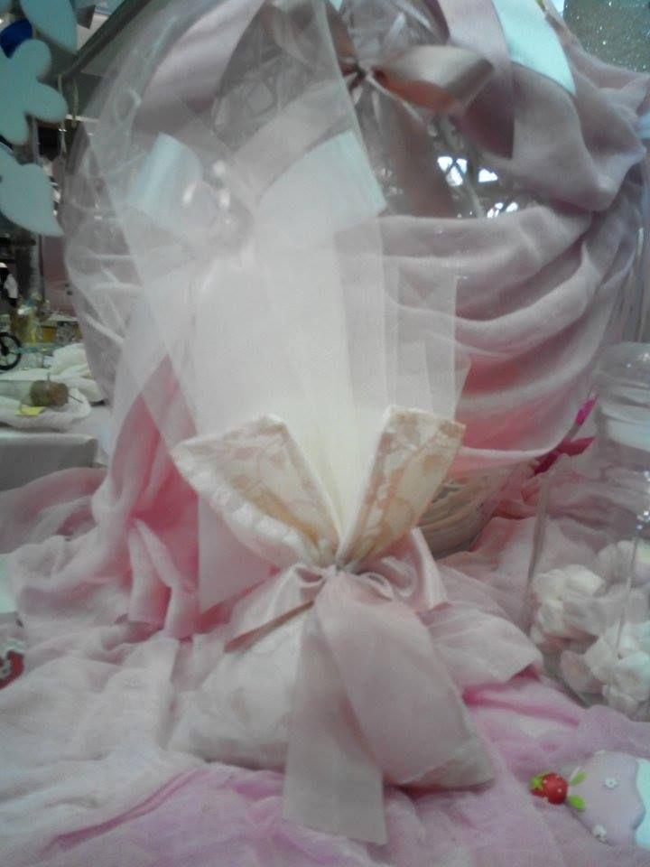 Μπομπονιέρα γάμου vintage με δαντέλα και τούλι στο χρώμα του σάπιου μήλου δεμένη με κορδελίτσα...