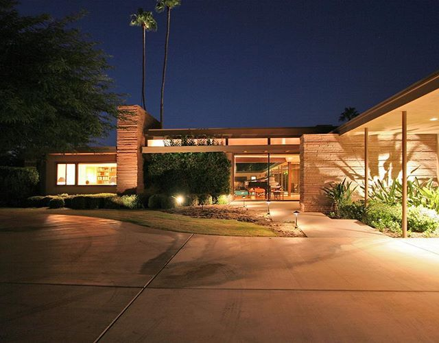 Another E. Stewart Williams architectural beauty once sold by a member of The ASK Team #midcenturymodern #sinatra #franksinatra #twinpalms #estewartwilliams #archilovers #architecture #modern #modcom #architecturelovers #realestate #realestateagent #realestatelife #sold #palmtrees #palmsprings #dusk #luxury #luxuryhomes #luxurylifestyle #luxuryrealestate #california #livingthedream #christies #askpalmsprings - posted by ASK Palm Springs https://www.instagram.com/askpalmsprings - See more…