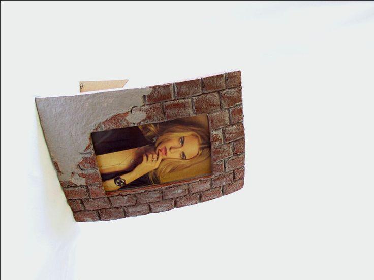 Portafoto da tavolo e da parete/Cornice in cartapesta per foto 10x15/Cornice fatta a mano/Cornice effetto mattoni/Portaritratti ecofriendly di FioreLunaEcoDeco su Etsy
