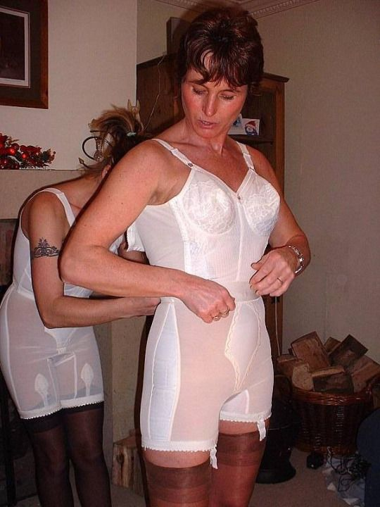 Amateur moms women having sex wearing girdles tit