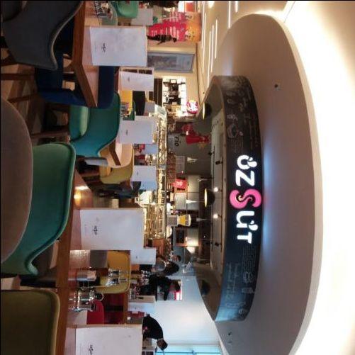 Özsüt, Akasya: Freelance Writing At a Mall Café