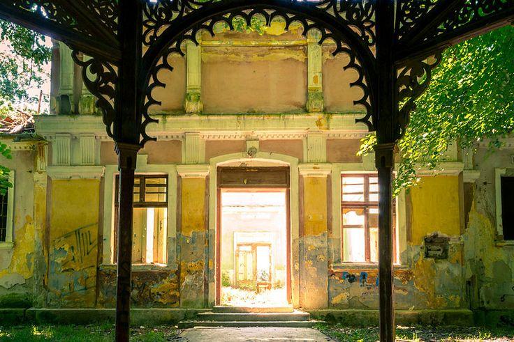 The back entrance into Baia 1 spa