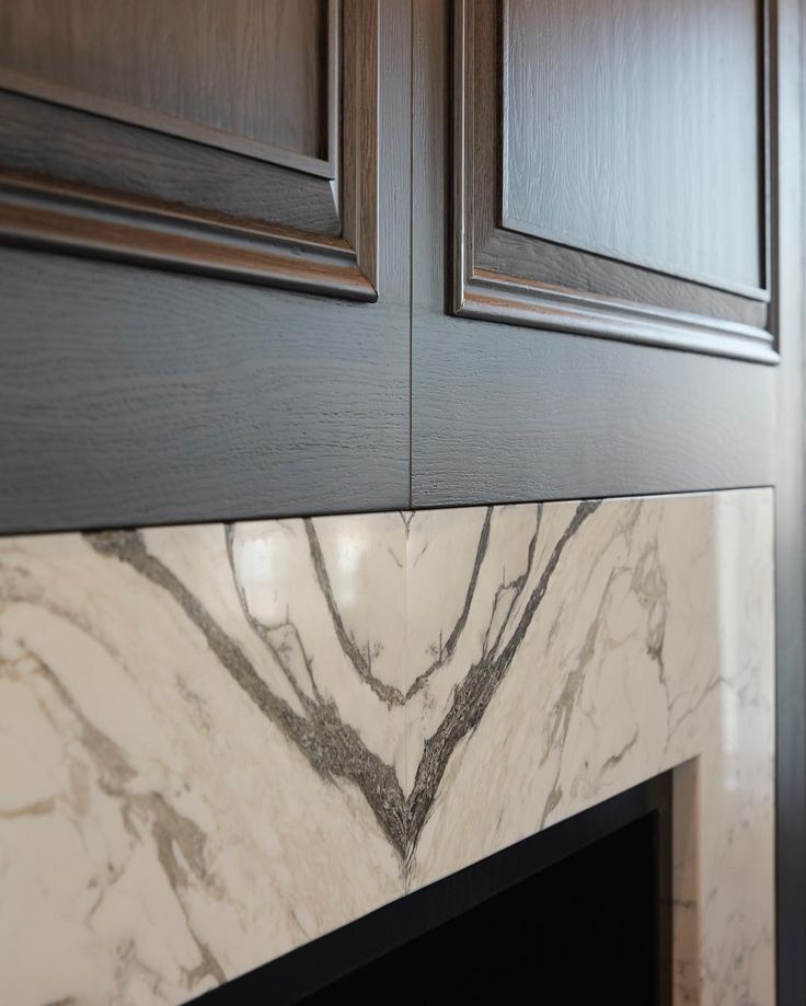 Beautiful bookmatched marble fireplace surround and grey oak panelling we designed for the Chelsea apartment project ✔️ #marble #greyoak #panelling #luxuryinteriors #luxury #interiordesign #sophiepatersoninteriors #homedecor