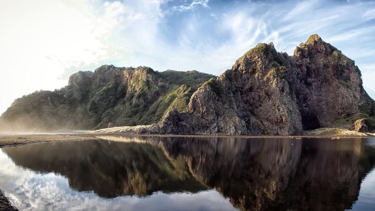 The stunning Karekare beach made famous by the Oscar winning film 'The Piano'