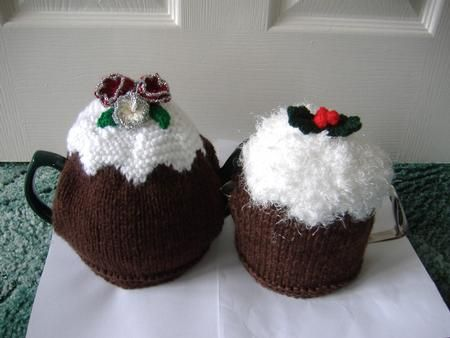 Christmas pudding tea cosies with flowers 2 sizes. by Liz Lowe An easy to read knitting pattern to knit christmas pudding tea cosies in 2 sizes. Medium and small. Instructions for flowers and holly included. Knitted using chunky yarn or 2 strands double knit yarn to keep the pot hot. Compressed pdf file