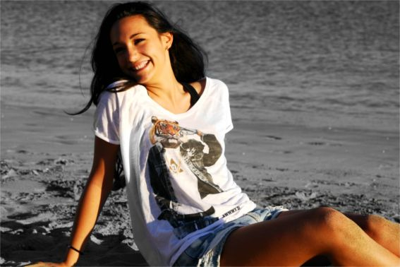 Mia t-shirt is a t-shirt collection for men, women and kids, ispired animal world.  Life is a Jungle - T-shirt Tiger Woman
