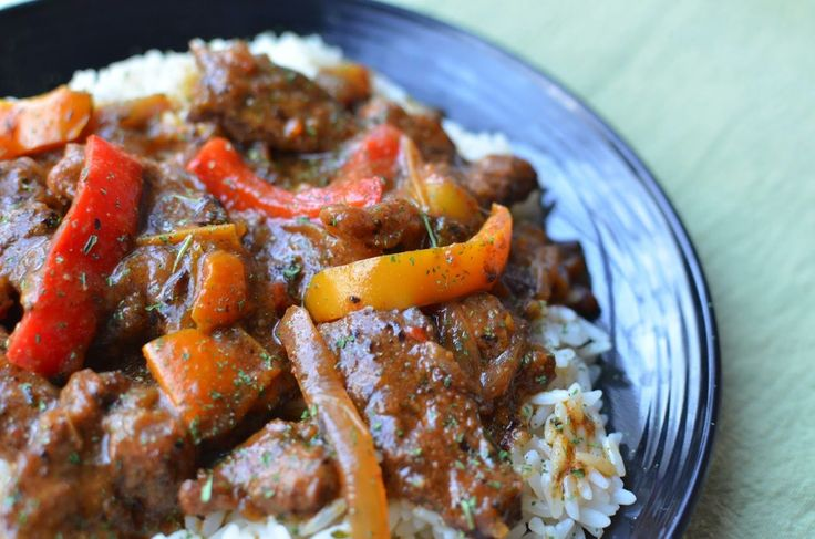 Emeril's Onion and Pepper Smothered Round Steak - ButterYum
