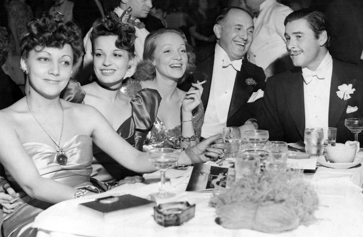 This happy quintet celebrated Christmas by attending the opening of the new Earl Carroll´s Theater Restaurant- Mrs. Jack L. Warner, Lili Damita, Marlene Dietrich, Jack L. Warner and Errol Flynn. December, 1938
