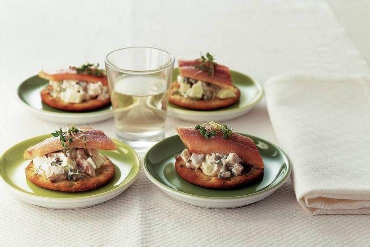Kijk wat een lekker recept ik heb gevonden op Allerhande! Toastje paling met appelsalade