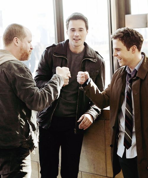 At first i was mad because i saw ward in this picture but then i realized that its brett not grant and i love these three and this picture is the cutest!