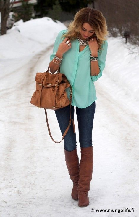 dark skinny jean, brown leather boots and bag, aqua blouse