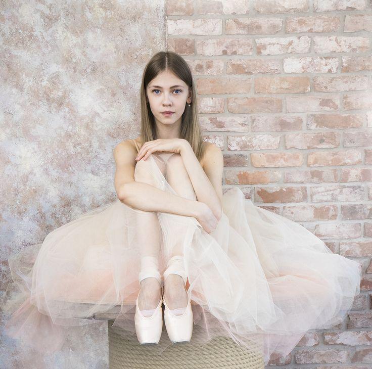 Всем потрясающего уикенда! Смотрите балет, сами танцуйте и наслаждайтесь жизнью!✨ Аделя Назырова в нашей шопенке на фото Алисы Аслановой Have amazing weekend! Watch ballet, dance in it and enjoy life! Adelya Nazyrova in our tulle-skirt on the photo by Alisa Aslanova  #balletwear #balletmaniacs #fridaymood #russianballet #tulleskirt #pointeshoes #ballerinasofig #fashion #worldwideballet #dancewear