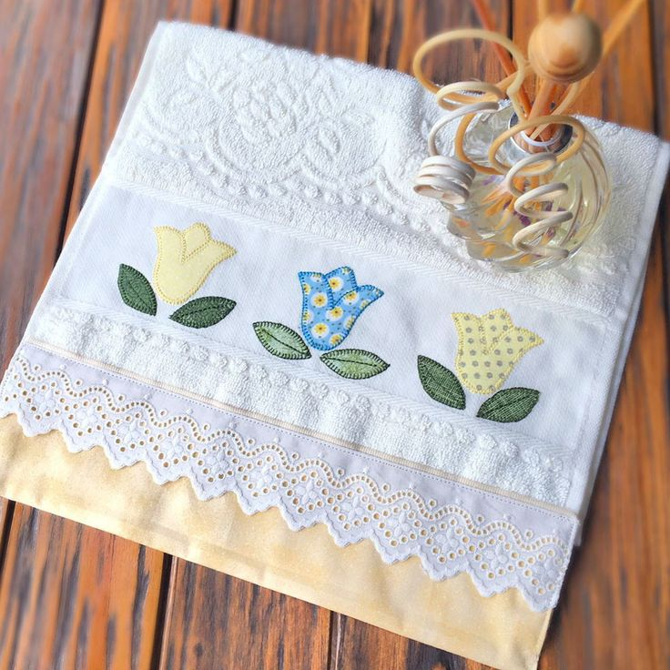Toalha de lavabo com tulipas toallas apliques y bordado for Apliques para toallas