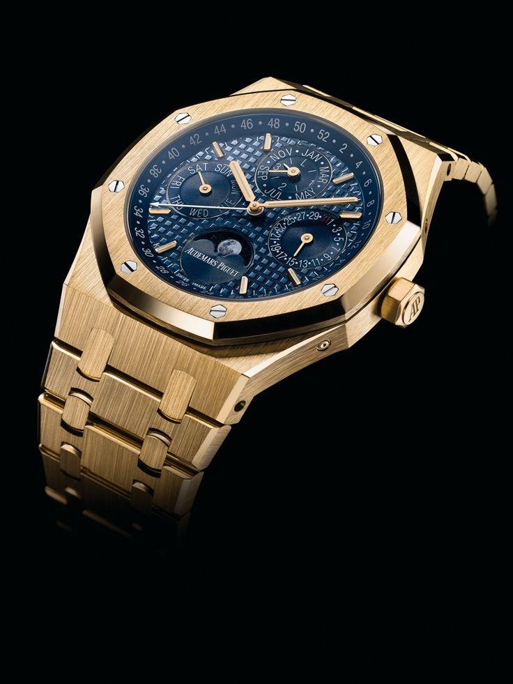 Im September 2015 stellte Audemars Piguet seinen neuen Royal Oak Ewiger Kalender in zwei Versionen vor.    Die 41 Millimeter große Uhr zeigte sich wahlweise in Edelstahl oder Roségold. Kurz vor dem im Januar stattfindenden Genfer UhrensalonSIHH 2016 präsentiert die Schweizer Manufaktur nun