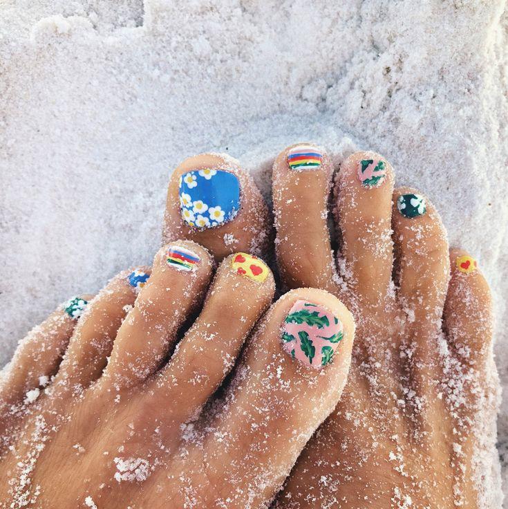 Happy Toes | Goldfish Kiss #nailart