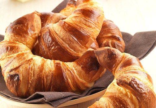 Vi sveliamo la ricetta di Luca Montersino per fare i croissant sfogliati in casa e avere un risultato all'altezza di una pasticceria