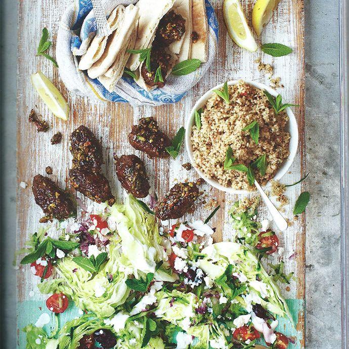 Arroz integral grego com queijo feta e carneiro apimentado