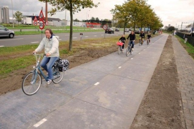 World's First Solar Cycle Path Installed In Amsterdam | IFLScience