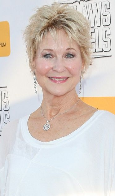 Dee Wallace Hairstyles 20160712