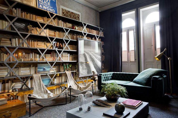 Un intérieur éclectique dans le salon de ce bel appartement de ville rénové