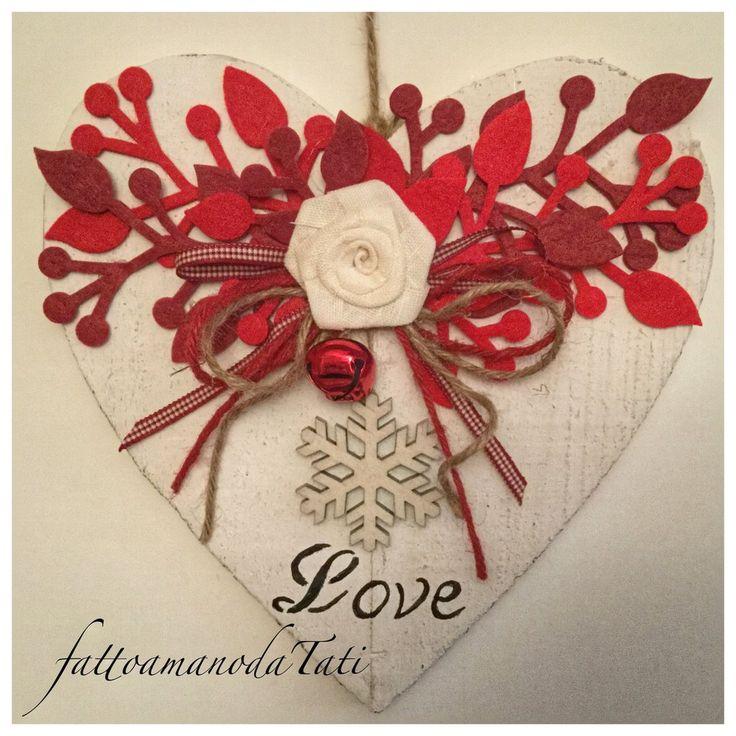 Cuore di legno con rosa in lino,rametti rossi e fiocco di neve, by fattoamanodaTati, 26,00 € su misshobby.com