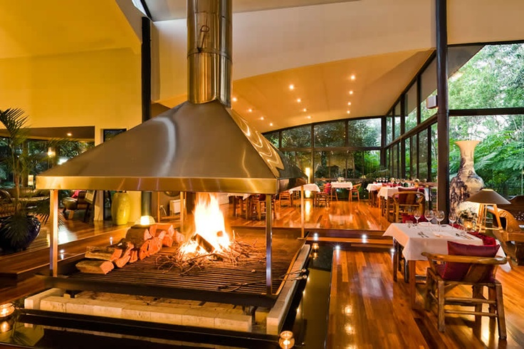 QUEENSLAND, Tamborine Mountain: Pethers Retreat, an exclusive tree house in a private rainforest, spectacular architecture of the main lodge with seven-metre high glass walls, six tree houses.