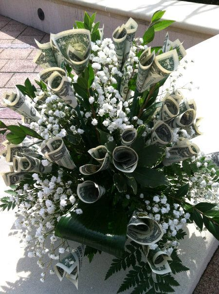 beautiful money bouquet! This photo doesn't have a source. Don't know who made it...saw it on facebook.