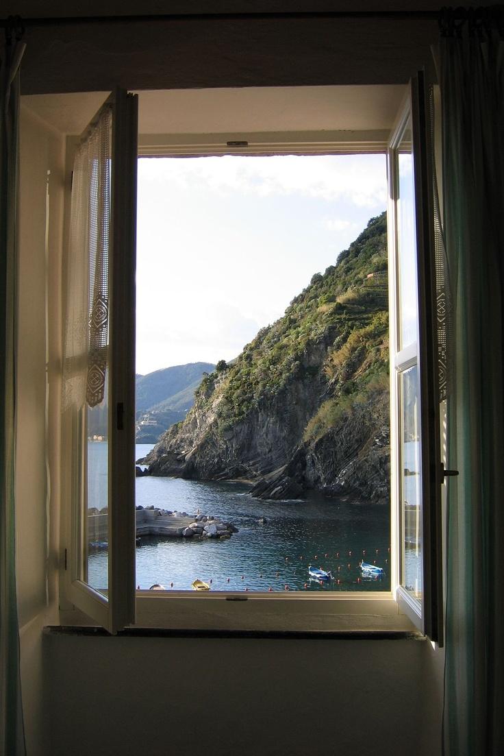 Открытое окно на море фото