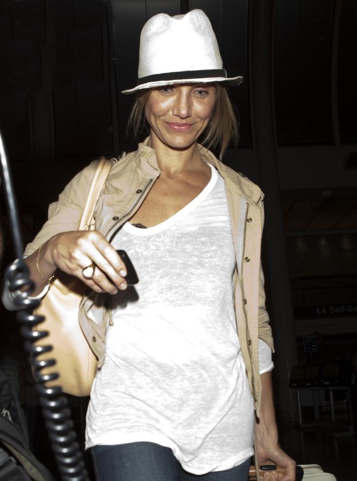 Cameron Diaz  No Makeup: Actress Steps Out Looking All Natural (PHOTO)