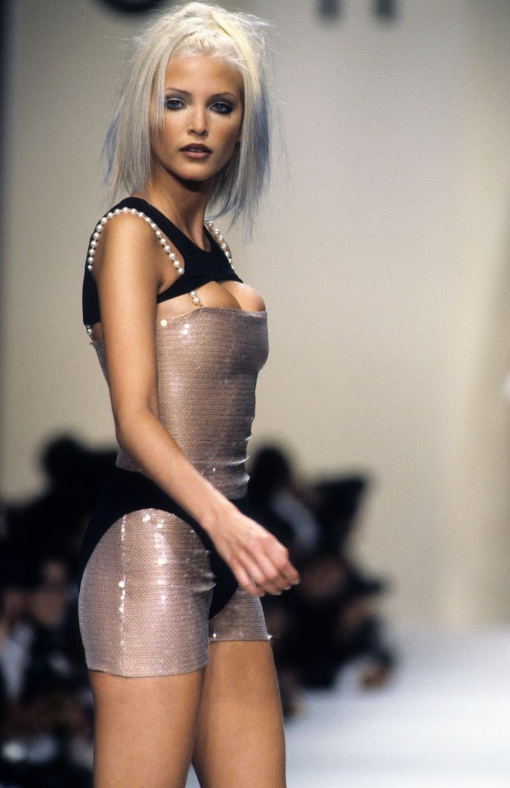 Chanel Spring 1994 Ready-to-Wear Fashion Show - Nadja Auermann