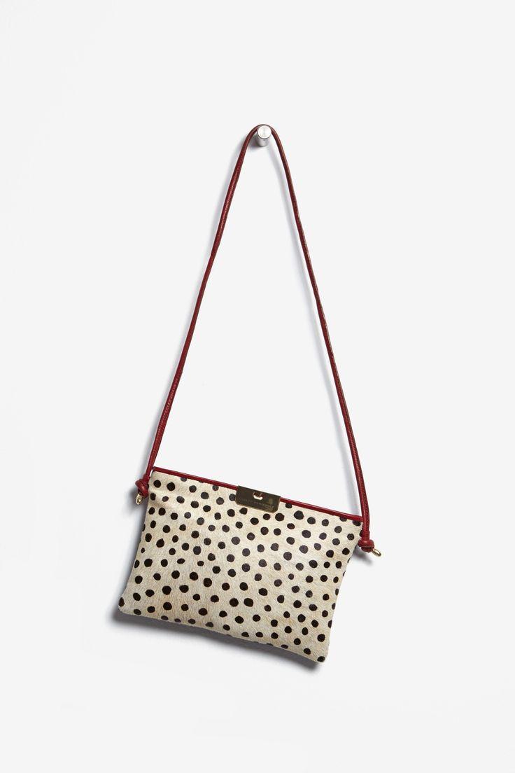 Bandolera plana de efecto guepardo - bolsos | Adolfo Dominguez shop online
