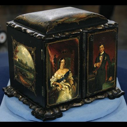 FORM:Sewing Box   MATERIAL:Paper   PERIOD / STYLE:Victorian   VALUE RANGE: 2,000.00