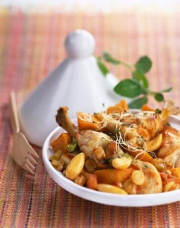 Recette tajine de poulet aux raisins et patates douces par La : Originaire du maroc, le plat à tajine est un peu comme notre cocotte en fonte nationale et sert tout simplement à faire mijoter toutes sortes de viandes et de légumes, accompagnés d'à peu près tout ce....Ingrédients : poulet