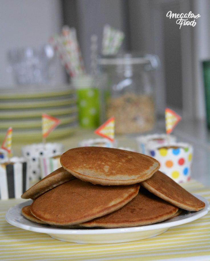 Pancakes moelleux à la farine d'orge mondé, au lait d'amande et au sucre de bouleau.