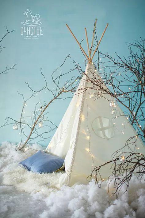 Вот и настало время поделиться с Вами новогодними декорациями.Вот такая чудесная палатка-домик в котором очень любят играть дети. Это одна из четырех фото зон