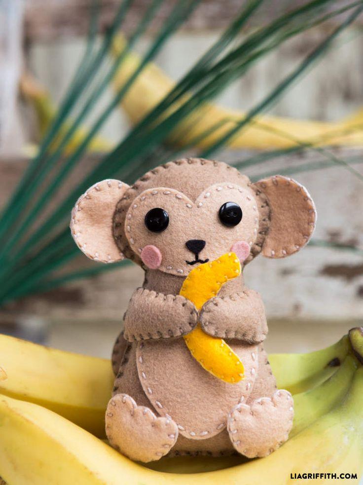 Il est trop craquant ce petit singe, et en plus même pas besoin de machine à coudre pour le réaliser. DIY petit singe en feutrine Que cette journée vous soit douce et créative