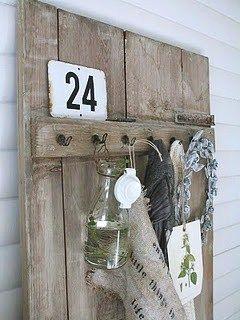 kapstok/wandpaneel met landelijke decoratie
