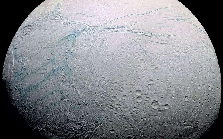 La Nasa vient d'annoncer que l'analyse des panaches s'élevant d'Encelade, une lune de Saturne possédant des océans sous une banquise, avait révélé la présence d'une importante quantité d'hydrogène moléculaire. Cet hydrogène peut servir de source d'énergie à des formes de vie prospérant autour de sources hydrothermales. Il est probable qu'il en est de même pour Europe, la célèbre lune glacée de Jupiter.
