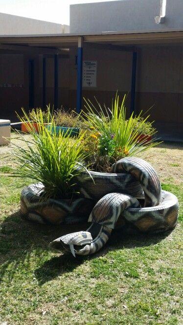 snake made from old tires basteln pinterest reifen. Black Bedroom Furniture Sets. Home Design Ideas