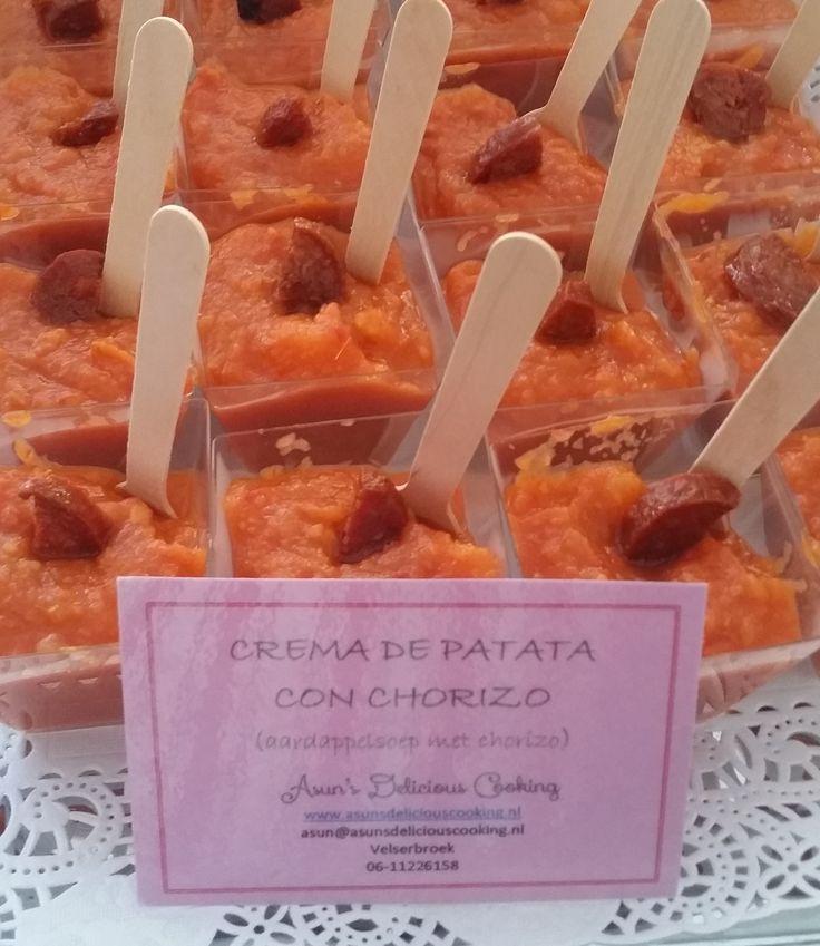 Romige aardappelsoep met krokante chorizo. Klik op de afbeelding voor het recept.