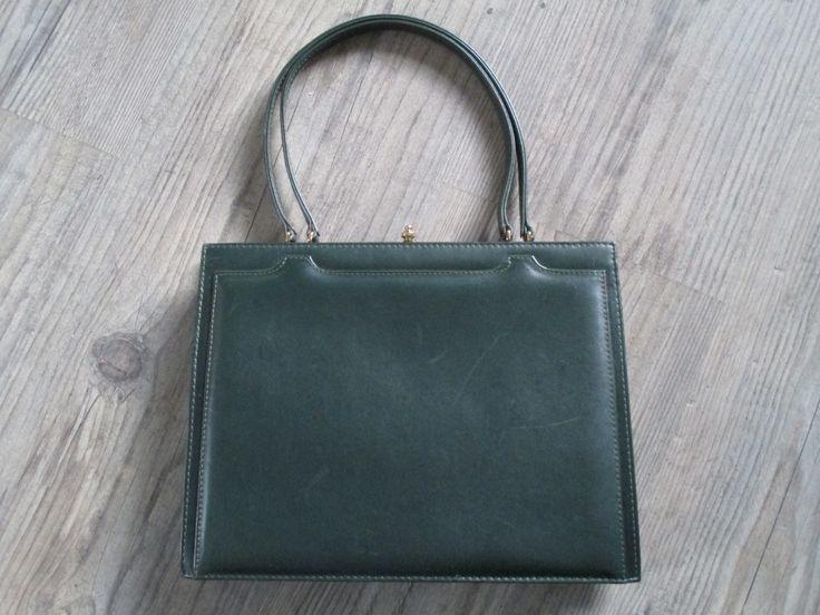 Prachtige vintage groene handtas. www.hettoenvannu.nl