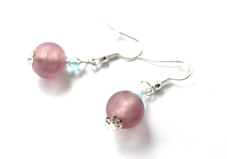 Kolczyki ze mlecznego szkła i kryształków w Especially for You! na http://pl.dawanda.com/shop/slicznieilirycznie  #kolczyki #earrings  #handmade #DaWanda #crystals #kryształki #glass #szkło