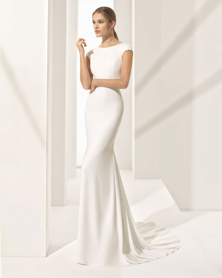 Crepe sheath wedding dress with short sleeves and jeweled back. 2018 Rosa Clará Couture Collection.